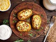 Рецепта Пълнени запечени картофи с бекон, гъби, чесън и заквасена сметана на фурна